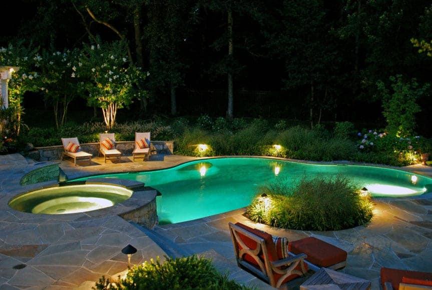Cách thiết kế chiếu sáng sân vườn đơn giản và hiệu quả với đèn LED